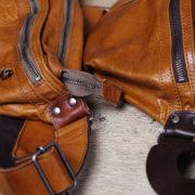 メンズ ボディバッグ徹底検証!~革の「洗い加工」と「ワックス加工」の違いとは?