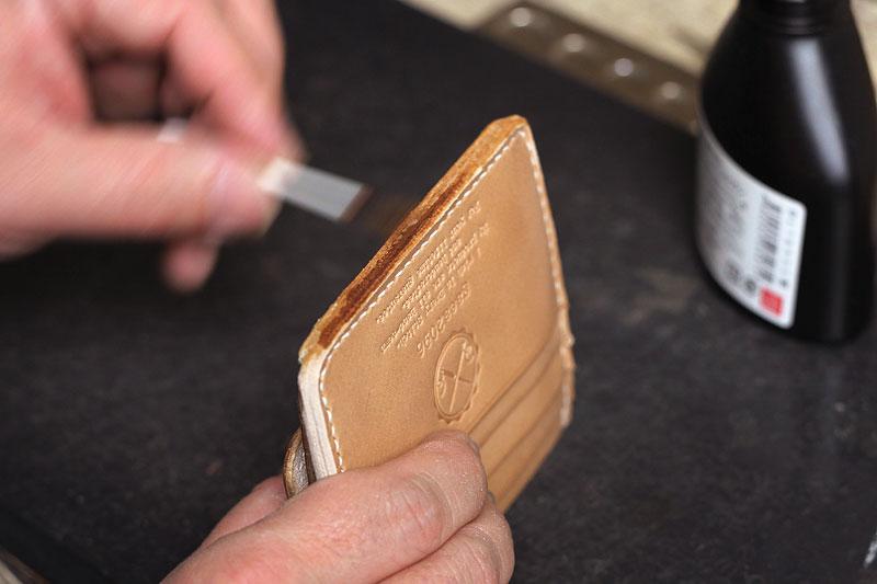 カードとお札が入る小銭入れ、ヌメ革ミニ財布の制作レポート