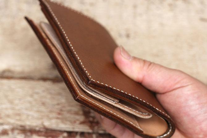オークなめしレザーの革財布、コバの仕上げ方