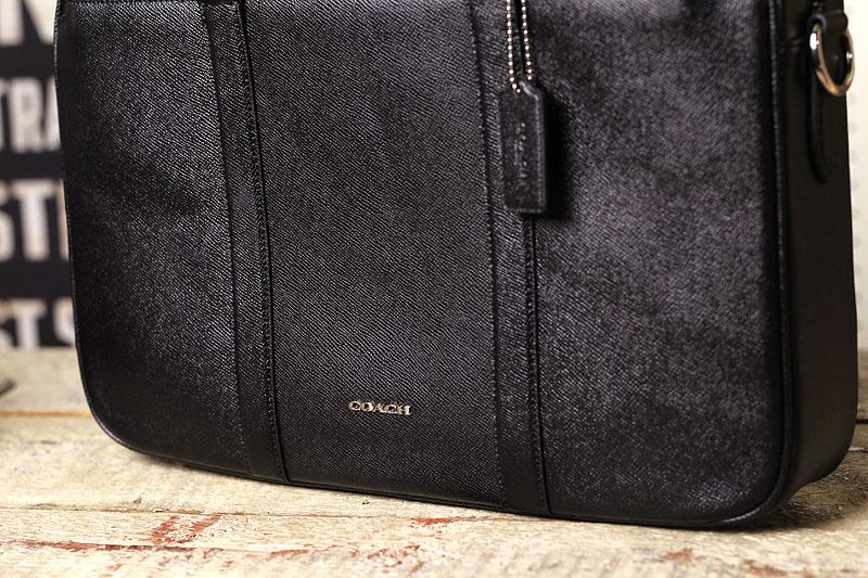 COACHのバッグに底鋲取り付け加工、3連星。