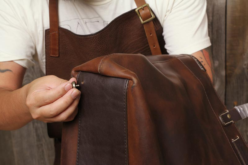Horween Leather Coronado トートバッグに底鋲取り付け加工