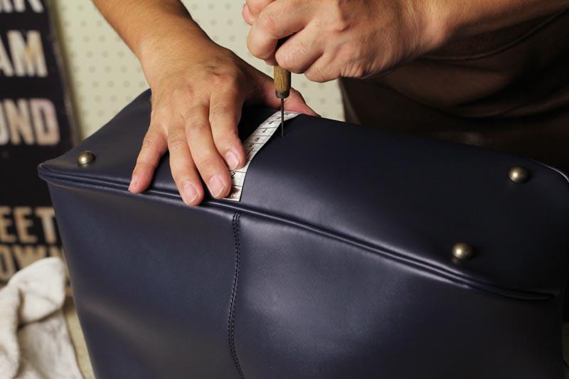 KATHARINE HAMNETTのレザートートバッグ、底鋲取り付け加工レポート
