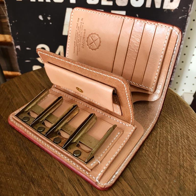 コインキャッチャー仕様のヌメ革財布、制作の模様