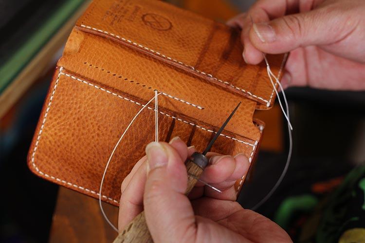エルバマット革財布、カード入れを縫い付けカスタム