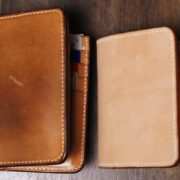 ヌメ革ミドル財布、高さ14cmと12cmを比較