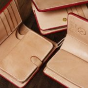 ヌメ革ミドル財布の小銭入れ、3種類を比較