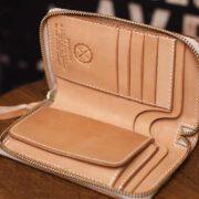 ヌメ革のミドル財布をラウンドファスナー仕様で制作