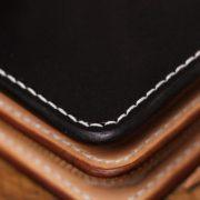ヌメ革財布を外側ブラック、内側ナチュラル仕立てでカスタムオーダー