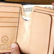 ミドルウォレットをさらに使いやすくしたい!札入れをより取り出しやすく、切り込みを入れてカスタムした革財布